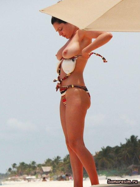 Топлесс на пляже - Келли Брук / Kelly Brook - Topless & Bikini candids