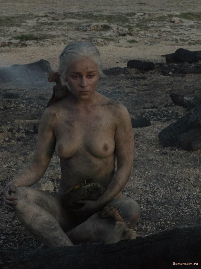 эмилия голая